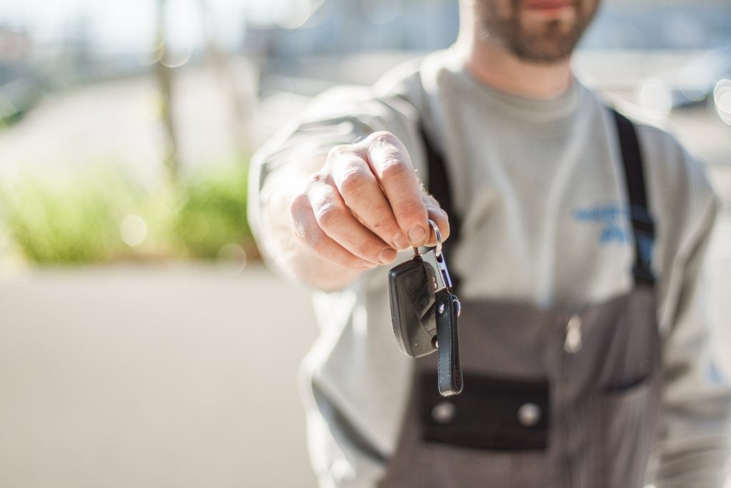 image of car mechanic handing over vehicle keys